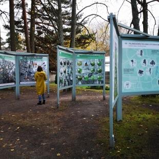Stendas iš plastiko Palangos botanikos parkas